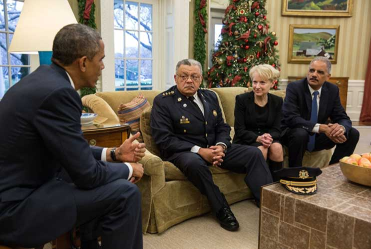 Barack-Obama---Eric-Holder---Charles-Ramsey---Laurie-Robinson---body-worn-video-community-policing